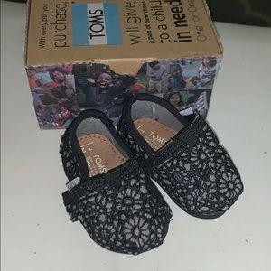 Baby girls Toms black Crochet tiny 2
